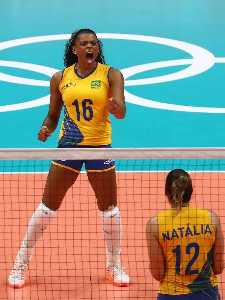 Fê Garay e Natália comemoram vantagem do Brasil diante da China - REUTERS/Yves Herman