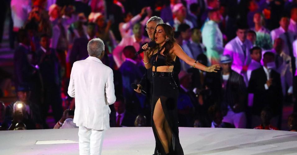 Anitta canta ao lado de Caetano Veloso e Gilberto Gil