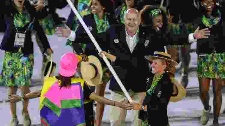 Yane Marques, do pentatlo moderno, liderou a delegação do Time Brasil no Maracanã. Ela ficou com o bronze na Olimpíada de 2012 - WILLIAM VOLCOV/PHOTO PRESS - WILLIAM VOLCOV/PHOTO PRESS