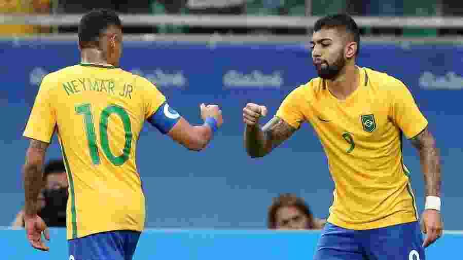 Neymar e Gabigol comemoram após gol contra a Dinamarca - Fernando Donasci/Reuters