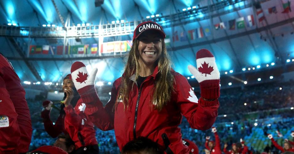 Embora a temperatura não seja baixa no Rio, atleta canadense usou até luvas do seu país