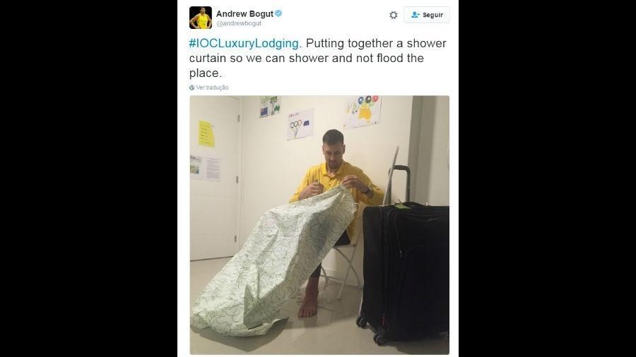 Andrew Bogut costura cortina de banheiro na Vila Olímpica