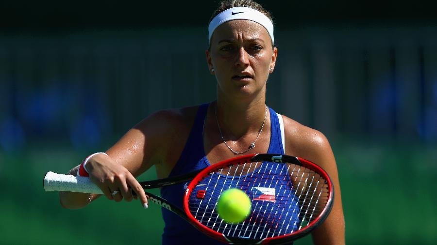 Petra Kvitova abandonou o torneio de Eastbourne, nesta segunda-feira, por conta de lesão abdominal - Dean Mouhtar/Getty Images