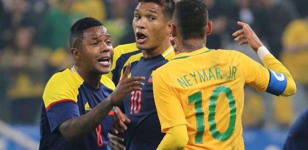 Neymar discute com Teo Gutierrez em jogo válido pela Olimpíada: clima quente entre Brasil e Colômbia no futebol