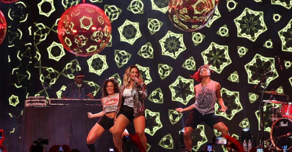 Valesca Popozuda canta sucessos na Parada Coca-cola