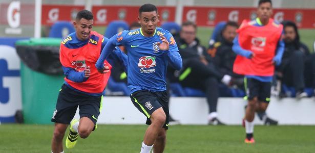 Gabriel Jesus arranca com a bola dominada: em alta e como centroavante - Lucas Figueiredo/MoWa Press