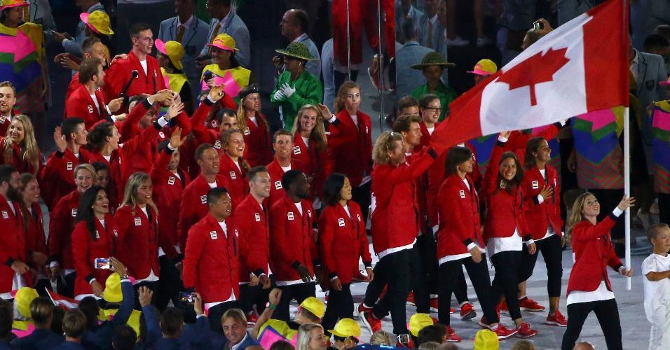 Porta-bandeira do Canadá, a ginasta Rosie MacLennan conquistou o ouro na Olimpíada de Londres, em 2012