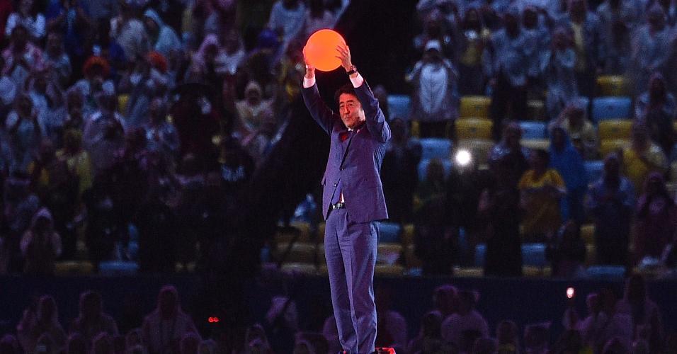Shinzo Abe, primeiro-ministro do Japão, apareceu digitalmente como Mario Bros.