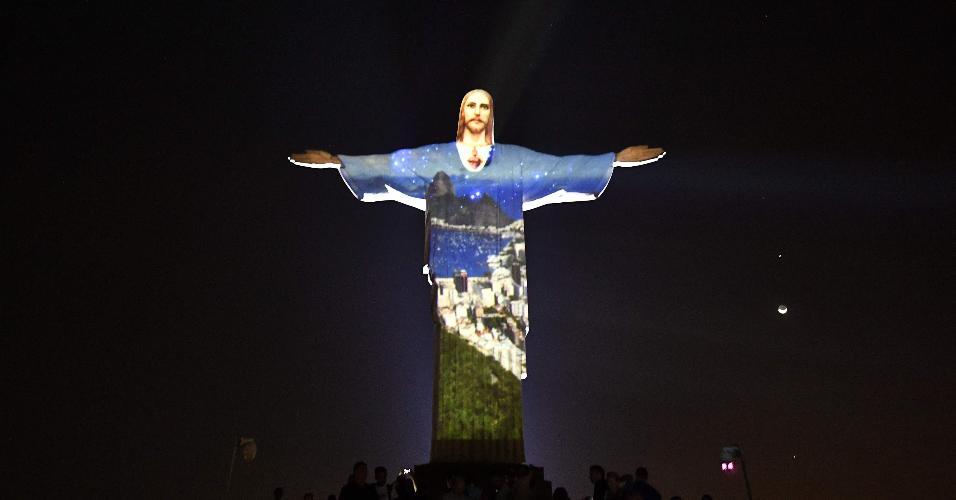 Imagem do Cristo Redentor, momentos antes do início da cerimônia