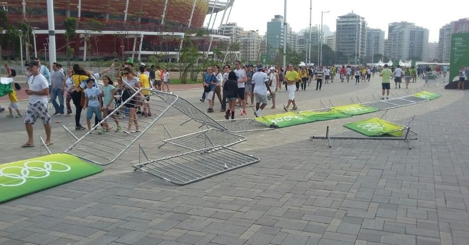 Cavaletes cedem com forte vento em Parque Olímpico