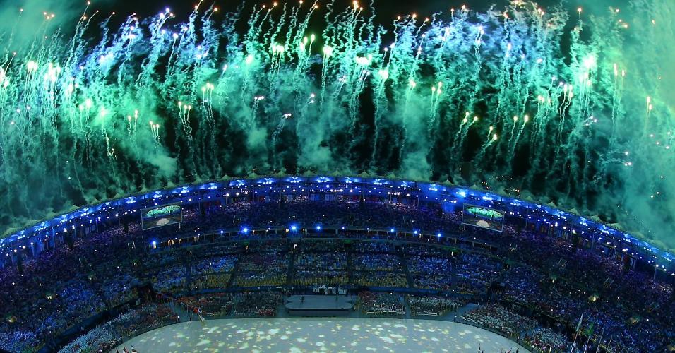 Visão geral do Maracanã durante o início da festa de encerramento
