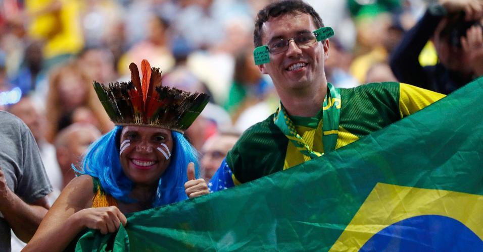 Está chegando a hora! Brasileiros exibem bandeira na arquibancada do Maracanã