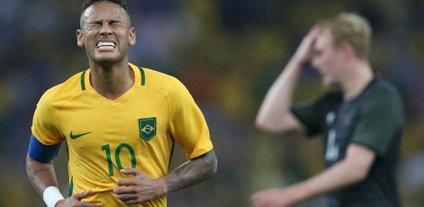 Neymar sofreu entorse no tornozelo durante Jogos. Barça quer tempo para recuperá-lo