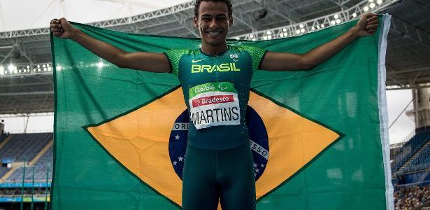 Campeão paraolímpico, Daniel Tavares chama a atenção pela semelhança com Neymar