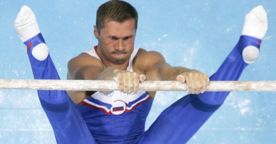 Alexei Nemov, da Rússia, durante os Jogos de Atenas-2004