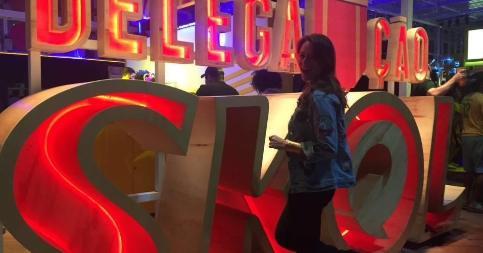 Cheia de disposição a atriz Mariana Ximenes assistiu aos jogos de tênis no Parque Olímpico e seguiu direto para o Estádio Olímpico, onde foi acompanhar as provas de atletismo