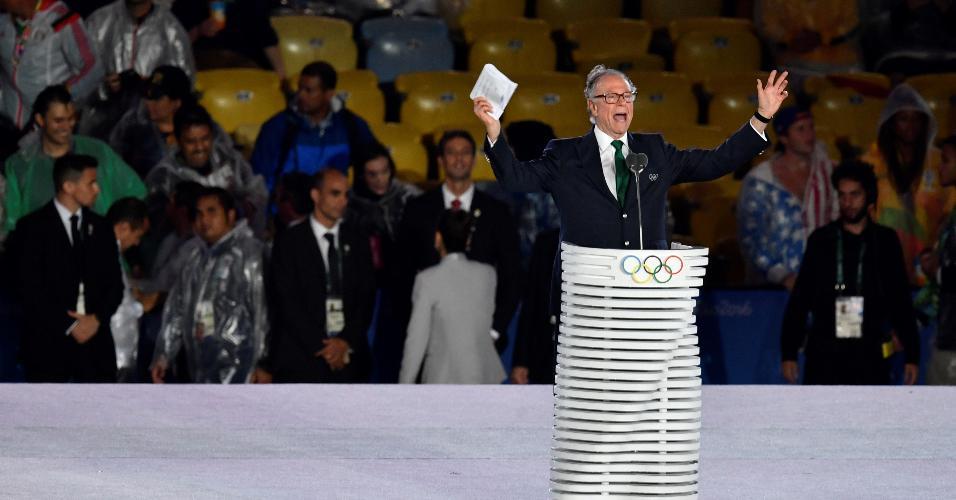 Carlos Arthur Nuzman faz discurso durante a cerimônia de encerramento da Olimpíada
