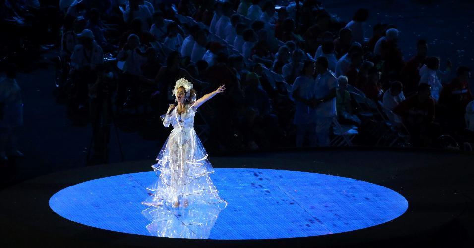 Vanessa da Mata levantou o público com sua apresentação no Maracanã
