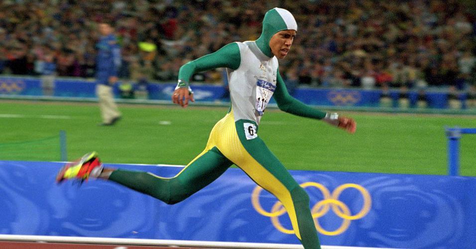 Cathy Freeman, corredora australiana, vence a prova dos 400 m nas Olimpíadas de Sydney-00