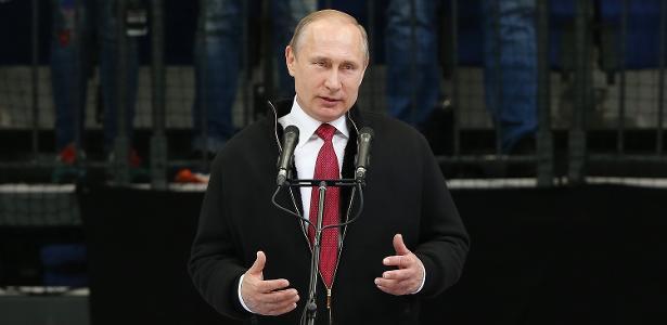 Presidente russo, Vladimir Putin, teria como objetivo se vingar de Hillary Clinton