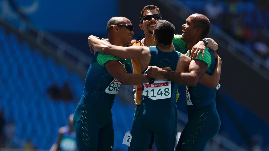 Brasil bate recorde paraolímpico e conquista ouro no revezamento 4 x 100m