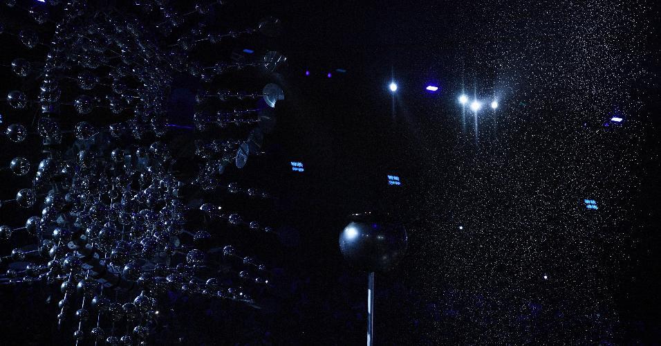 Com a cerimônia perto do fim, chama olímpica é apagada no Maracanã