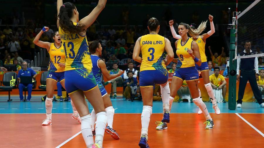 Jogadoras da seleção brasileira feminina de vôlei comemoram vitória sobre o Japão - Marcelo del Pozo/Reuters