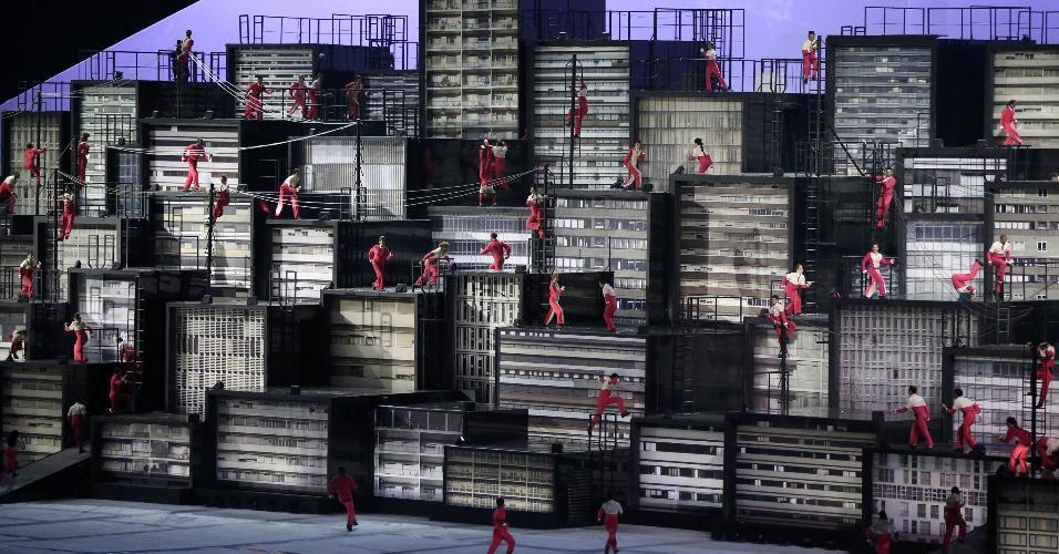 Performance faz representação das metrópoles brasileiras