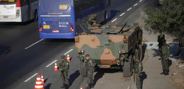 No Rio, as Forças Armadas auxiliam na segurança da cidade desde o final de julho