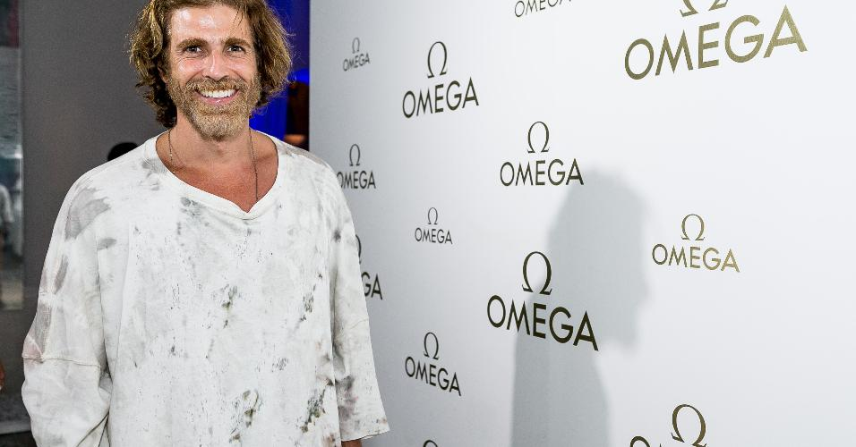 O ator Reynaldo Gianecchini exibe visual mais loiro que o habitual