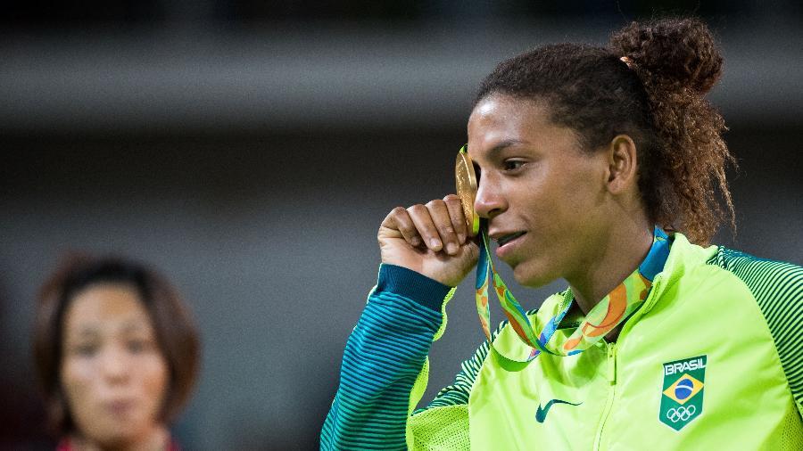 Rafaela Silva exibe medalha de ouro no judô nas Olimpíadas do Rio - Danilo Verpa/Nopp