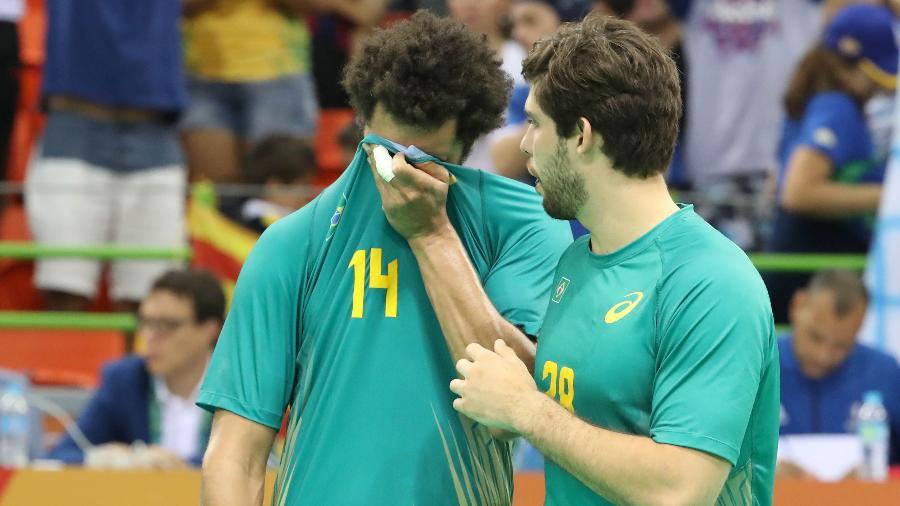 Thiagus dos Santos chora depois da eliminação do Brasil para a França no handebol - MARCOS TRISTÃO/NOPP