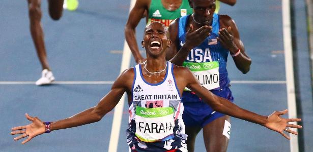 Mo Farah comemora sua vitória nos 5.000 metros no Rio