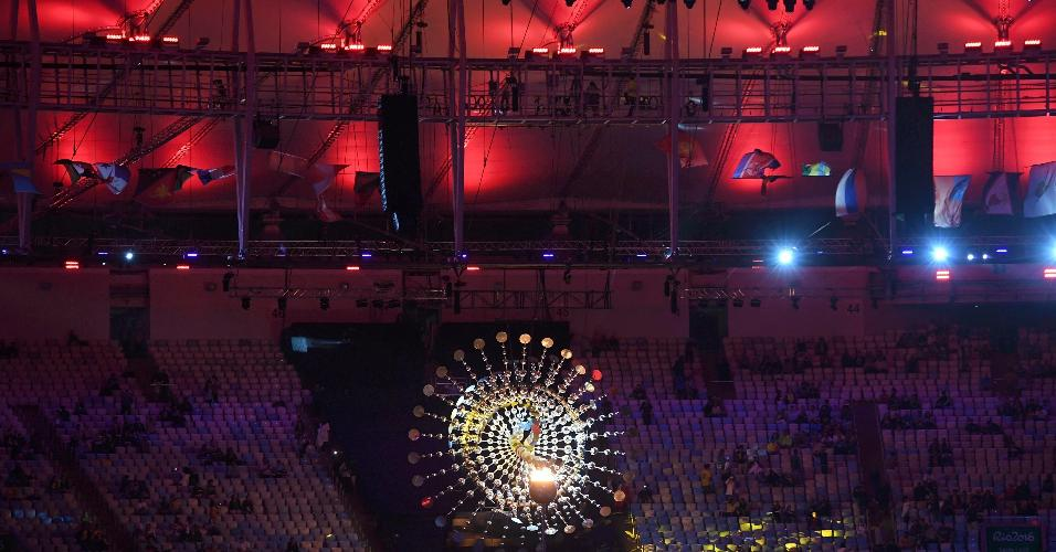 Chama da pira olímpica será apagada neste domingo à noite