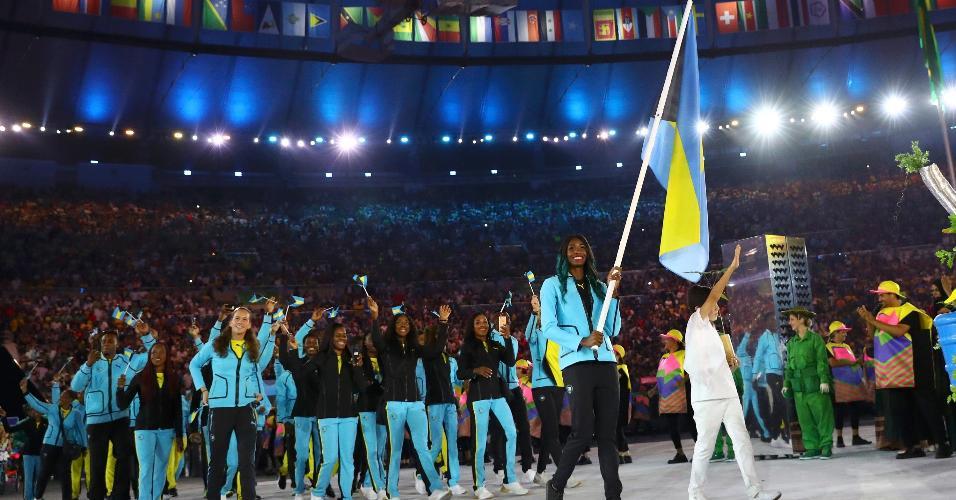 A atleta Shaunae Miller, do atletismo, foi a porta-bandeira de Bahamas
