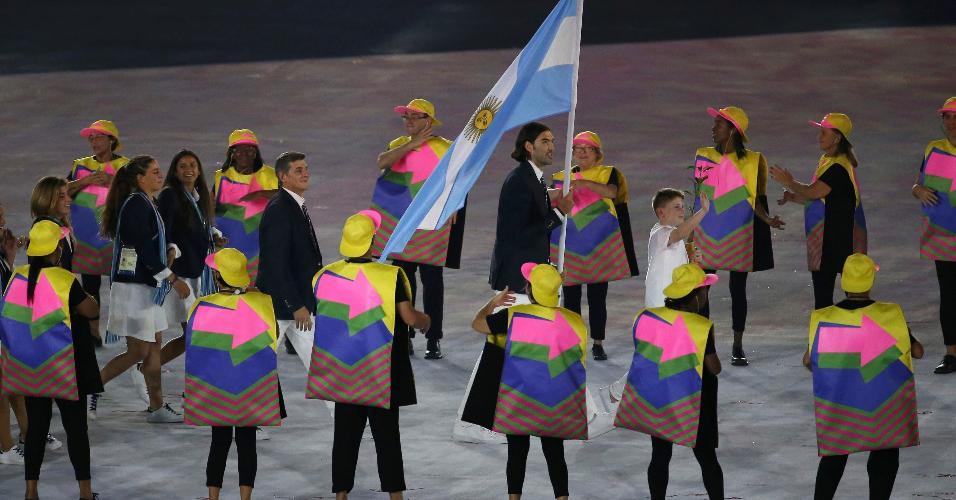 Delegação argentina é recebida entre muitos aplausos e tímidas vaias no Maracanã