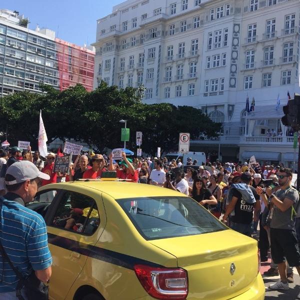 831b2429620 Protesto contra Temer fecha caminho da tocha