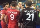 Rei da Bélgica vira 'torcedor VIP' durante goleada sobre Brasil no hóquei