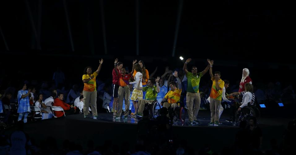 Voluntários foram homenageados no palco principal do Maracanã