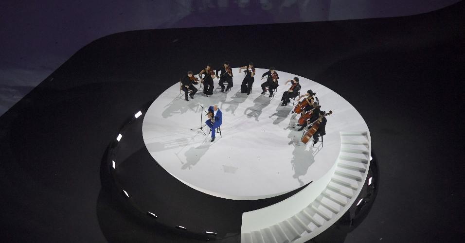 O cantor Paulinho da Viola foi escolhido para tocar o hino brasileiro na abertura