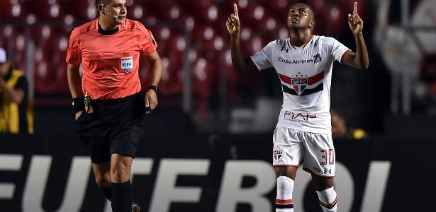 Kelvin comemora gol marcado pelo São Paulo