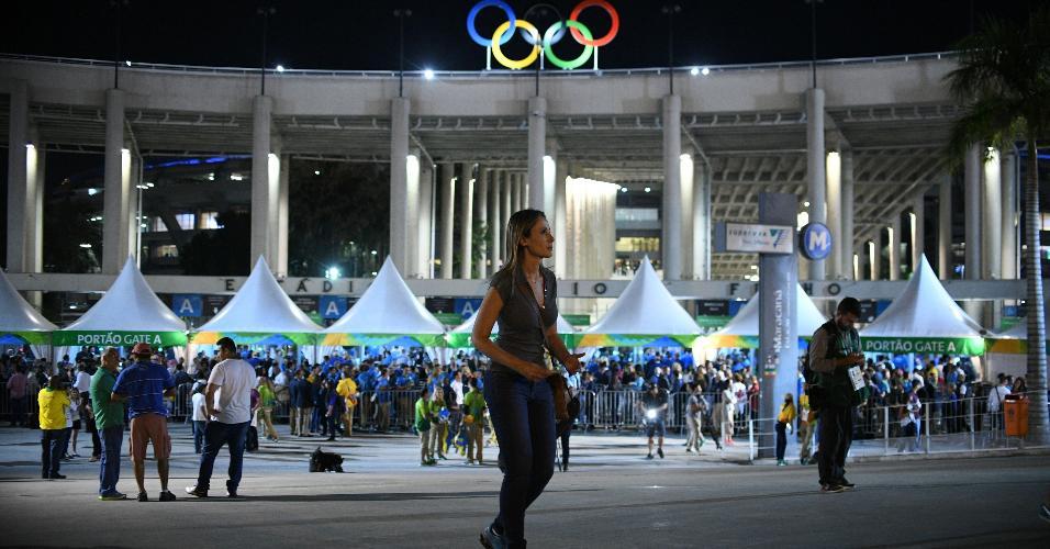 Público começa a chegar para a festa. Os preços dos ingressos para a abertura variavam de R$ 200 a R$ 4,6 mil