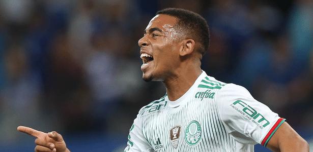 Gabriel Jesus tem dez gols no Brasileirão e 19 na temporada