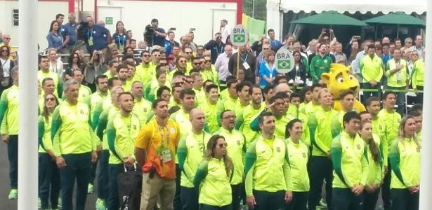 Atletas do Brasil chegam à Vila Olímpica para cerimônia