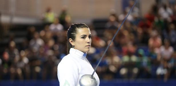 Amanda Simeão, atleta brasileira de esgrima durante o Pan de Toronto