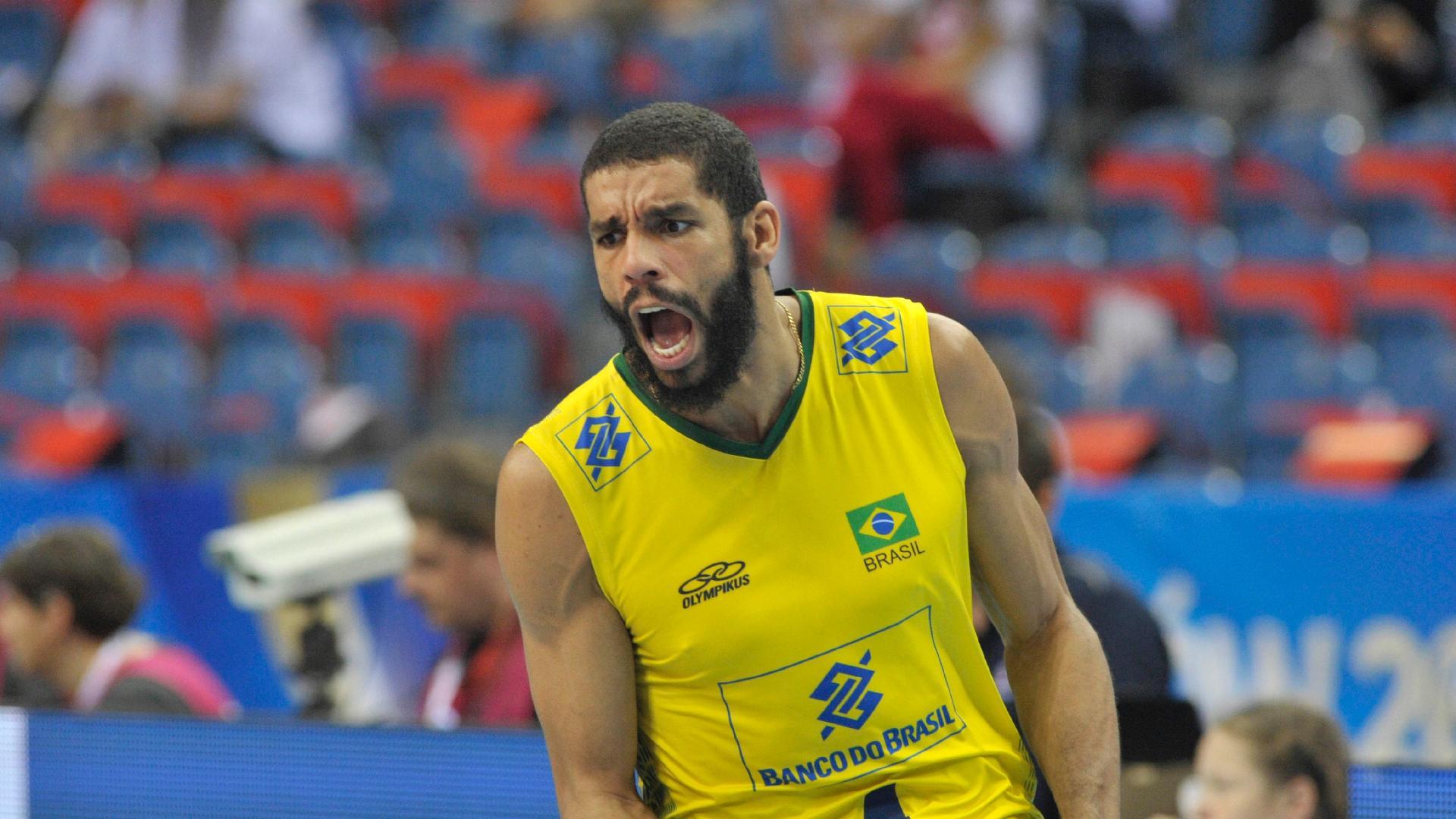 Wallace, jogador dde vôlei do Brasil, comemora ponto na Liga Mundial