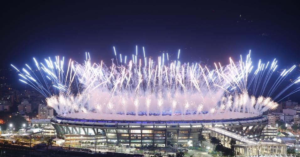 Fogos de artíficio marcam início da cerimônia de abertura dos Jogos