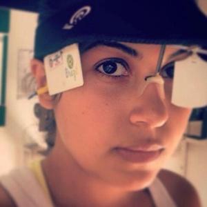 Anna Paula Cotta foi atingida na cabeça. Ela passa por cirurgia em um hospital municipal do Rio