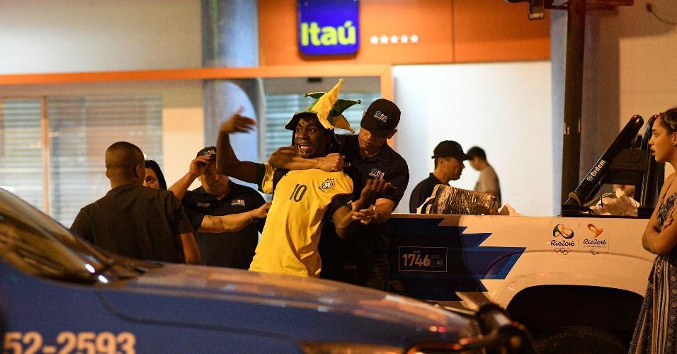 Vendedor ambulante é detido nas redondezas do Maracanã