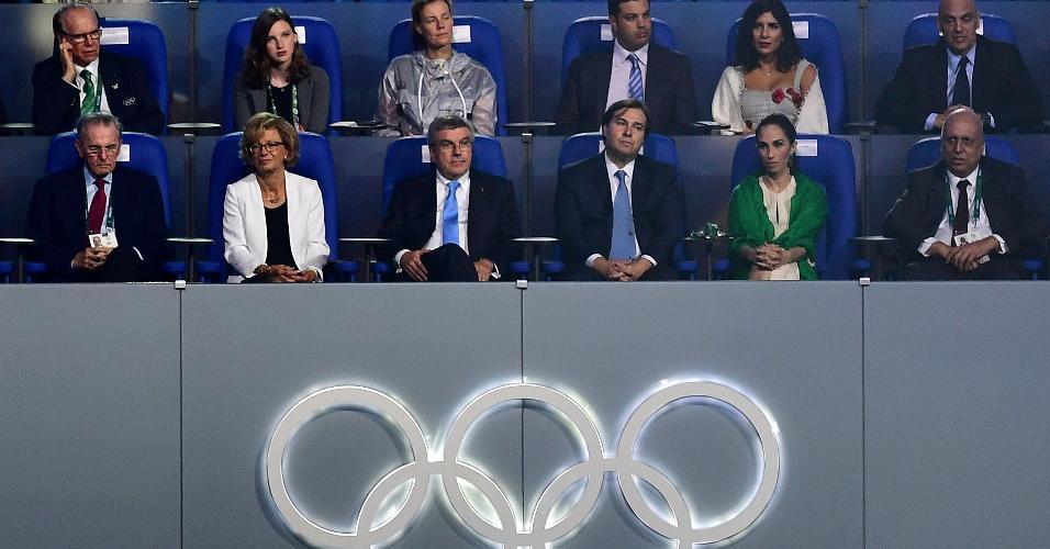 Marco Maia (4 à esq. na fileira abaixo) representa o governo federal. Ao seu lado está Thomas Bach, presidente do COI